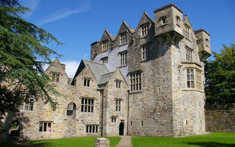 visit donegal castle. donegal holiday attractions (Copy)